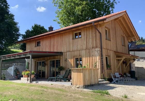 schiller-zimmerei-aktuelles-holzstaenderhaus-mit-holzfassade-3