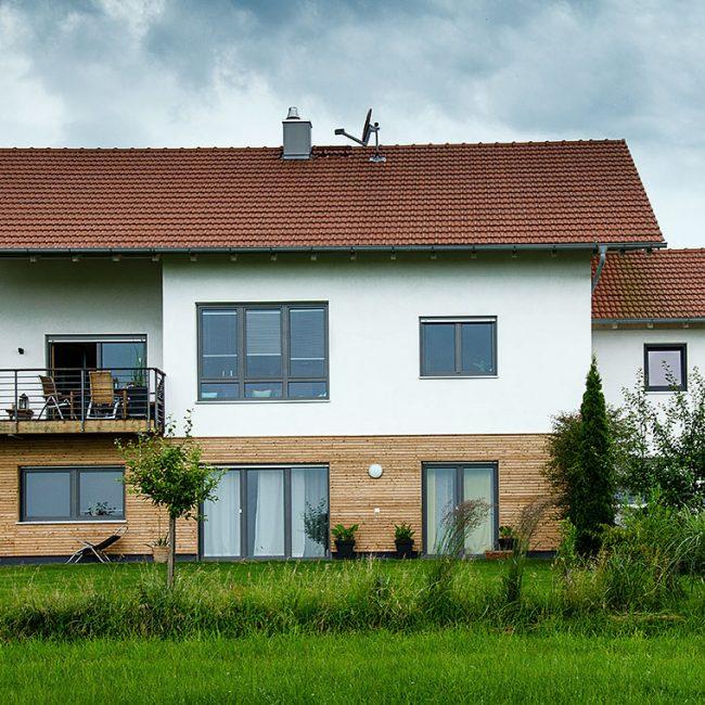 schiller-zimmerei-projekt-dacheindeckung-aussenschalung-mit-balkonarbeiten-frauenneuharting-1
