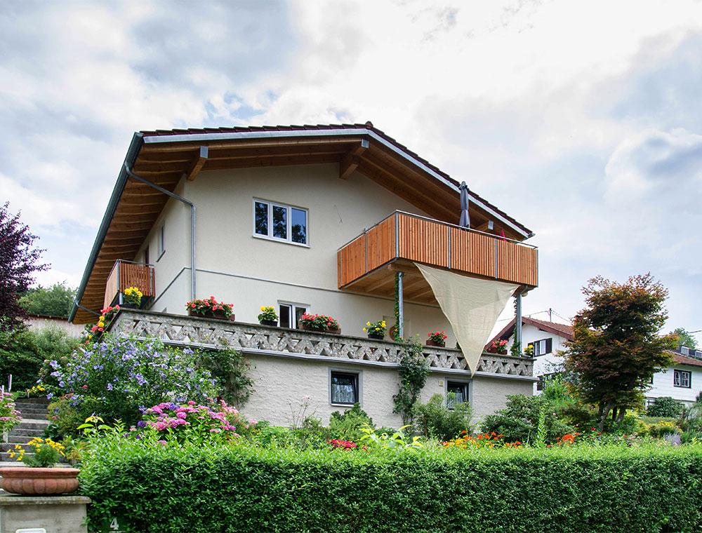 schiller-zimmerei-projekt-komplettaufstockung-mir-vorelementierten-dach-und-wandelementen-in-holzstaenderbauweises-soyen-1